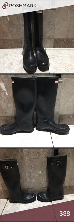 Hunter boots tall glossy Pre loved one boot has a crack and the other two tears as seen on pics. The boots need a cleaning but I will leave that up to you. The buckles are good. Have sold many on this condition and customers where happy read the ❤️about me❤️ to read my reviews. Hunter Boots Shoes Winter & Rain Boots