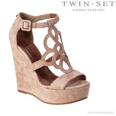 Koturny Twin-Set, pudrowy róż ...: #koturny #sandalki #TwinSet #trends #trendy #LaMarqueuse #shoes:...