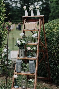 chic country wedding Zoé Romain photos Angela DI PAOLO - flowers on wooden ladder Wedding Blog, Diy Wedding, Wedding Day, Wedding Table, Wedding Ceremony, Reception, Rustic Wedding Decorations, Floating Candles, Wedding Colors