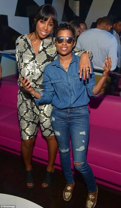 Beautiful in blue: Kelly took a moment to pose alongside rapper Dej Loaf, who sported an a...