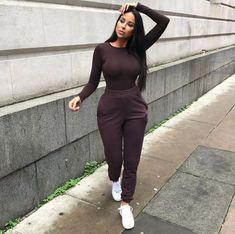 Long Sleeve Black Shirt And Black Legging Simplicity becomes the key of the modern look. With less of detail and colors combination, modern outfits are loved Cute Comfy Outfits, Chill Outfits, Sporty Outfits, Dope Outfits, Modern Outfits, Classy Outfits, Stylish Outfits, Fashion Outfits, Womens Fashion