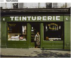 Antique Store Displays, Antique Stores, Vintage Stores, Vitrine Vintage, Store Front Windows, Musee Carnavalet, Barber Shop Decor, Shops, Ferrat