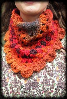 Col/ neckwarmer triangle en V avec feuille/ feuillu de la forêt/ de fée/ de lutin/ orange, rose, mauve crochet féerique en laine : Echarpe, foulard, cravate par epi-de-malice