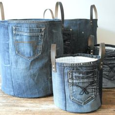 SET of 2 recycled denim canvas storage bag with a fresh white blue flower lining and leather straps, jeans toys bag - Korb und Kiste Diy Jeans, Recycle Jeans, Sewing Jeans, Diy Upcycling Jeans, Diy Denim Purse, Sewing Clothes, Diy Clothes, Artisanats Denim, Denim Fabric