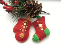 Felt ornaments-Red Christmas ornaments-Stocking ornament-Hanging ornament-Christmas stocking-Stocking stuffer-Felt mitten ornament