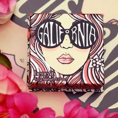 GALifornia Powder Blush da Benefit é um blush que combina o rosa brilhante com o ouro cintilante, capturando o brilho morno do sol da Califórnia numa caixa.  Contém uma escova de blush arredondada personalizada para uma aplicação macia e difusa!  #benefit #galifornia #makeup #maquilhagem #blush #beauty #new #novidade