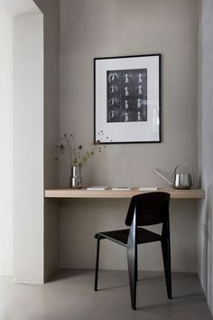 Scandinavian office design — Kinfolk Gallery created by Norm Architects. It is a common space where friends and partners can share the ideas. Scandinavian Office, Scandinavian Furniture, Scandinavian Design, Kinfolk Magazine, Design Studio Office, Design Desk, Office Designs, Chair Design, Interior Minimalista