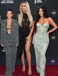 Kim Kardashian West embraces curves in snakeskin after gaining Kurves ahead: She was joined by her sisters Kourtney Kardashian and Khloe Kardashian Looks Kim Kardashian, Estilo Kardashian, Kardashian Family, Kardashian Style, Kardashian Jenner, Kourtney Kardashian, Familia Kardashian, Snake Skin Dress, Jenner Family