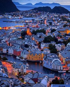 Beautiful city of Alesund, Norway. Summer travel in Northern Europe. Alesund, Norway Places To Visit, Places To See, Jotunheimen National Park, Travel Photographie, Norway Travel, Greenland Travel, Lofoten, Voyage Europe