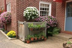 Hide the AC unit or Trash cans.dress up a wooden enclosure with a potted herb garden - Diy Home Crafts Herb Garden, Lawn And Garden, Home And Garden, Ac Unit Cover, Ac Cover, Hide Ac Units, Hide Trash Cans, Outdoor Projects, Backyard Landscaping