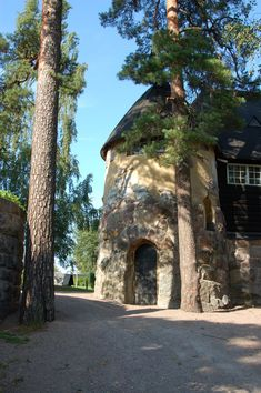 Hvitträsk, Kirkkonummi Finland (The House of world famous finnish architect Eliel Saarinen) Great Places, Places To See, Beautiful Places, Chicago Tribune, Medieval Castle, Nordic Design, Urban Planning, National Museum, Helsinki