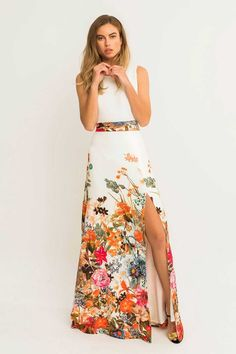 Vestido largo con abertura en la falda de vuelo para invitadas de boda fiesta coctel apparentia collection moda espanola