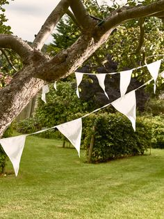 A charming pure white version of the traditional English summertime decoration. The finishing touch for your garden, marquee or house for a romantic white wedding.
