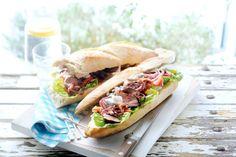 12 juni - Stokbrood in de bonus - Knapperige stokbrood met mals vlees, rode ui en mierikswortel - Recept - Allerhande