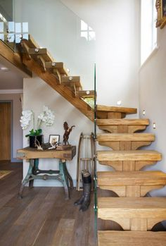 Steel and wood stairs with a glass handrail lead up to the second floor of this modern house. Staircase Design, Stair Design, Staircase Ideas, Glass Handrail, Glass Stairs, Loft Stairs, House Stairs, Modern Vintage Decor, Mezzanine Bedroom