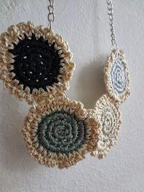 Little Treasures: Mini doily necklace - leaden winter