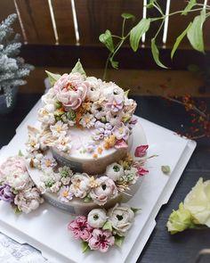 제이케이크 2단 케이크 겨울이라 해가 늘 아쉽네요 .. 딱 2시간만 늦게찍었음 훨씬더 예뻤을텐데 성당으로 보낸 예쁘고 화사했던 떡케이크 #첫미사#2단케이크