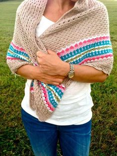 This is a crochet pattern in US terms that allows you to crochet your own Nordic Shawl. The simplicity of this crochet shawl pattern has an edge to Prayer Shawl Crochet Pattern, Crochet Prayer Shawls, Crochet Shawls And Wraps, Crochet Scarves, Crochet Basics, Crochet Stitches, Knit Crochet, Crochet Hoodie, Blanket Crochet