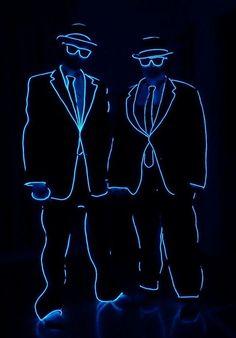 DIY stick figure EL wire Halloween costume idea Source by maskerix Light Up Costumes, Cool Costumes, Light Up Halloween Costumes, Costume Ideas, El Wire Costume, Stick Figure Costume, Halloween Karneval, Diy Accessoires, Neon Party