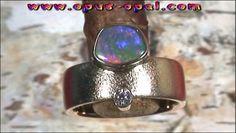 18 Karat Gelbgoldring mit Top GEM Black Opal 0,95 ct und Top Diamanten 0,10 ct