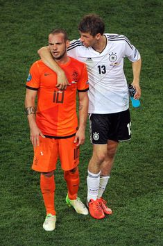 Wesley Sneijder and Thomas Müller World Football, Football Soccer, Thomas Muller, Wesley, Euro 2012, Arsenal Fc, Best Player, Beautiful Moments, Football Players