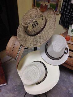 Variedad de sombreros para mujer y hombre