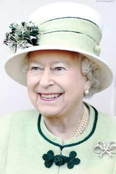 Her Majesty in green and white, nice combination.