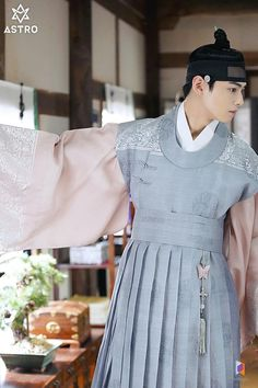 Korean Hanbok, Korean Dress, Vogue Korea, Korean Traditional Dress, Traditional Dresses, Eunwoo Astro, Korean Celebrities, Character Outfits, Hanfu