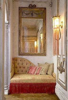 Looove this cozy corner, not exactly my style but the idea Cozy Nook, Cozy Corner, Gatsby House, Interior And Exterior, Interior Design, Deco Boheme, Up House, Cozy Place, Home And Deco