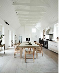 Charlotte Lynggaard home in CPH - wish bone chair and table in gorgeous surroundings Kitchen Interior, Kitchen Design, Living Area, Living Spaces, Interior Decorating, Interior Design, The Way Home, Dining Chairs, Desk Chairs