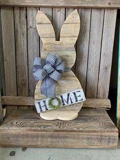 Wood Standing Bunny - 30 inch Easter Bunny - Black Check Reclaimed Wood - Front Porch Decor only available thru March 15 Easter Crafts, Christmas Crafts, Christmas Ornaments, Easter Decor, Wooden Crafts, Pallet Crafts, Crafts To Sell, Diy And Crafts, Diy Ostern