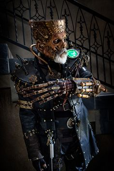 Now that is a pretty epic steampunk costume.