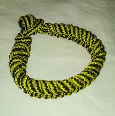 Bracciale da uomo in cordone giallo e nero. Lunghezza 20 cm.