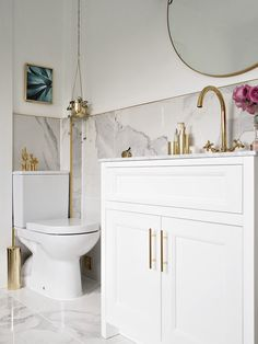 Glam Bathroom Fixtures Gold Bathroom Sconces A Antique bath bathroom cla… Simple Bathroom, Modern Bathroom Design, Bathroom Interior Design, Bathroom Ideas, Bathroom Signs, Luxury Master Bathrooms, Big Bathrooms, Bad Inspiration, Bathroom Inspiration