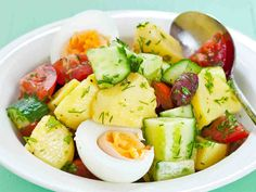 Yrtti-perunasalaatti Cobb Salad, Potato Salad, Potatoes, Dining, Ethnic Recipes, Food, Dressings, Wine, Potato