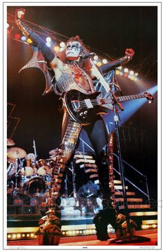 This sale is for a KISS Gene Simmons ALIVE II Era stand-up display. Featuring one of the four familiar KISS posters from the set of four. No more room for posters? Fold out the backstand and this guys good ta' go where ever there's room. El Rock And Roll, Rock And Roll Bands, Rock Bands, Metal Bands, Banda Kiss, Heavy Metal, Heavy Rock, Paul Stanley, Kiss Gene