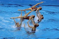 team in synchronized swimming Mermaid School, Synchronized Swimming, Great Memories, Underwater, Sport, Group Photos, Lazy, Highlights, Images