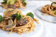 Nem, sund og lækker aftensmad, der kan laves på en lille halv time. One-Pot Pasta er den perfekte hverdagsret, når aftensmaden skal gå lynhurtig, men stadig være mættende og nærende.