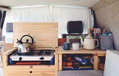 Considérer le poele de camping plutôt que le poele intégré, pê moins cher, plus facile à remplacer et nécessite pas de faire un gros trou sur le comptoir. Si jamais ce poele est remplacer, cet espace peut devenir un rangement, pas à boucher un trou.