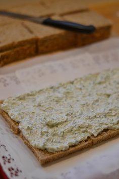 Tzazikivoileipäkakku – Keittiössä, kotona ja puutarhassa   Meillä kotona Tzatziki, Feta, Bread, Bakeries, Breads