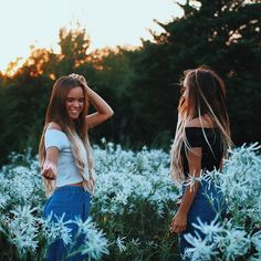 I have always wanted to find a pretty field like this and take pictures! Best Friend Pictures, Bff Pictures, Friend Photos, Cute Photos, Go Best Friend, Best Friend Goals, Best Friends Forever, Ft Tumblr, Good Vibe