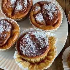 Nøttekake med vaniljekrem og melkesjokoladekrem | Det søte liv Fudge, Food And Drink, Breakfast, Morning Coffee
