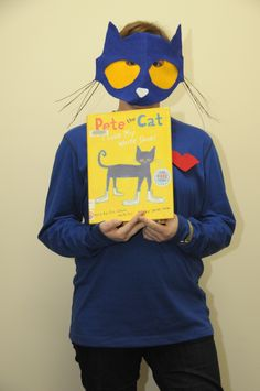 Pete the Cat Mask Book Costumes, World Book Day Costumes, Book Character Costumes, Cat Costumes, Book Characters, Teacher Halloween Costumes, Halloween Games, Pete The Cat Costume, Book Character Day