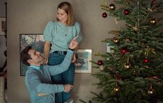 """Lucas Reiber: """"Lasst euch verzaubern – die Serie macht Lust auf Weihnachten!""""Mit jeder Menge Spaß, aber auch großen Emotionen sehen wir Basti (Luke Mockeridge) dabei zu, wie er eigentlich auf ganzer Linie"""