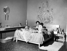 Peggy Guggenheim in the bedroom of Palazzo Venier dei Leoni; behind her Alexander Calder, Silver Behead (1945-46, PGC)