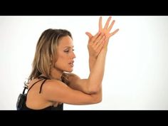 Yoga CAN help you lose weight, but you must practice the right poses. Here are the 16 best yoga poses for weight loss, free PDF included! Flexible Yoga Poses, Cool Yoga Poses, Yoga Fitness, Fitness Workout For Women, Eagle Pose, Fat Burning Yoga, Yoga Posen, Relaxing Yoga, Yoga For Weight Loss