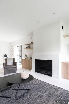 Minimalist Fireplace, Simple Fireplace, White Fireplace, Modern Fireplace, Living Room With Fireplace, Fireplace Design, Living Room Seating, Living Room Decor, Fireplace Remodel