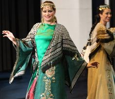 cd82adbe032ae مصممه الازيا العراقيه شروق الخزعلي · A model wears fashion from Iraqi  folklore during celebrations in Baghdad for International Women Day
