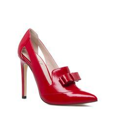 Lucy - ShoeDazzle This pointed-toe pump by SIGNATURE is a fun addition to office ensembles with its loafer-inspired silhouette and chic bow accent. Red Bow Heels, Red Bows, Cute Shoes, Me Too Shoes, Shoe Boots, Shoes Heels, Glamour, Shoe Dazzle, Pointed Toe Pumps
