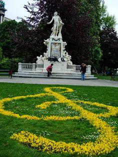 Motzart statue in Vienna, Austria. Gorgeous place!